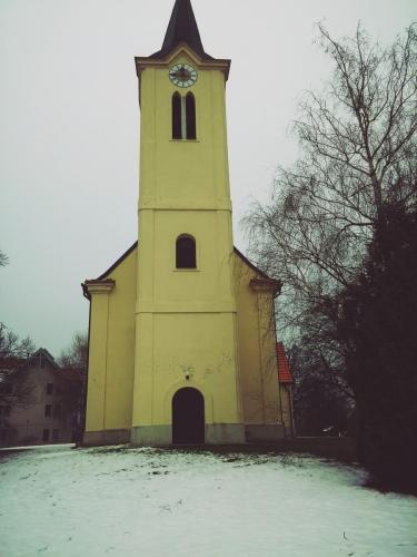 Glavni vhod v cerkev