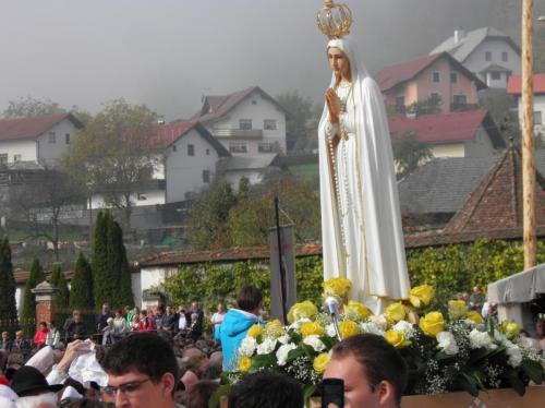 Slovensko praznovanje 100. obletnice Marijinih prikazovanj v Fatimi, Stična